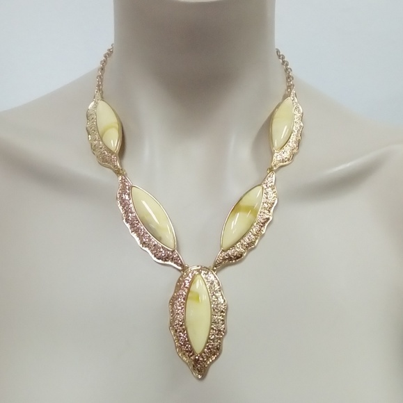 Jewelry - NWT Cream/Gold Necklace Set